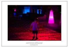 Fotografía de niño en discoteca boda