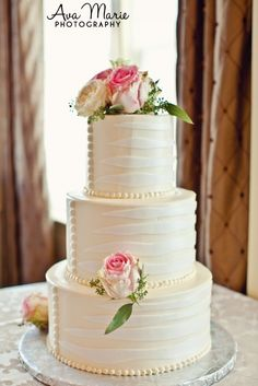 Simple and elegant white cake with pink roses