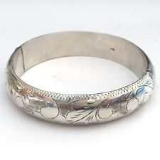 Sterling silver flower engraved puffy bangle bracelet with hidden clasp Lot 342