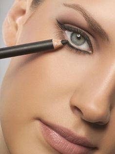 25 Eye make-up tips. Eye make-up tutorial. Perfect Makeup, Pretty Makeup, Simple Makeup, Makeup Looks, Amazing Makeup, Amazing Eyes, Stunning Makeup, Perfect Lipstick, Perfect Eyeliner