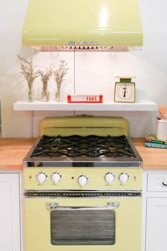 Retro home decor - Truly delightful decor concepts. diy retro home decor vintage kitchen example shared on this day For more charming examples press the link to peruse the pin suggestion 4851623638 this instant Big Chill, Retro Home Decor, Vintage Decor, Vintage Bags, Retro Vintage, Retro Appliances, Retro Kitchens, Diy Kitchen Decor, Kitchen Ideas