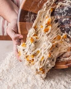 Easy Artisan Bread Recipe that anyone can make! Filled with apricot and sunflower kernels, or the fruit and nuts of your choice. Bagels, Tortillas, No Knead Bread, Yeast Bread, Sourdough Bread, Artisan Bread Recipes, Oven Recipes, Hard Bread, Sunflower Kernels