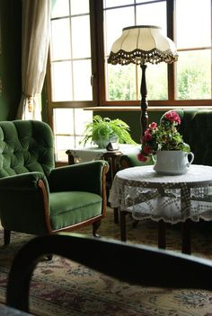 Zielony kuferek, antique deco, old style house, green armchair, old laces
