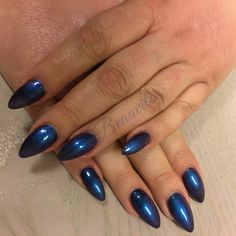 Acrylnagels met blauwe gellak