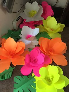 Best 12 Set of 5 Tropical paper flowers and 8 leaves – Page 741475526131090154 – SkillOfKing. Moana Birthday Party, Hawaiian Birthday, Flamingo Birthday, Luau Party, Large Paper Flowers, Paper Roses, Felt Flowers, Diy Flowers, Paper Flower Backdrop