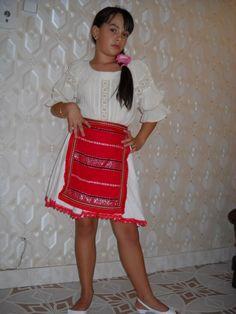 costum fata babei - Căutare Google Sequin Skirt, Sequins, Costumes, Google, Skirts, Fashion, Moda, Dress Up Clothes, La Mode