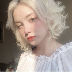 Aesthetic People, Aesthetic Girl, Hair Inspo, Hair Inspiration, Modelo Albino, Albino Girl, Uzzlang Girl, Pretty Hairstyles, Pretty People