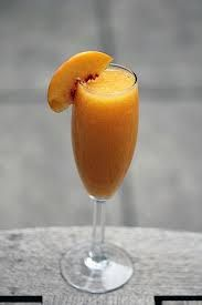 Peach Bellini Create a Fruity, Fresh, and Sweet drink with our Peach White Balsamic Glaze! Fill a Champagne flute with ice cubes. Add Prosecco or Sparkling Wine and a teaspoon of Peach White Balsamic Glaze. Stir and strain into a chilled wine glass. Fun Cocktails, Fun Drinks, Yummy Drinks, Mixed Drinks, Beverages, Yummy Food, Peach Bellini Recipe, Frozen Peach Bellini, Frozen Hot Chocolate