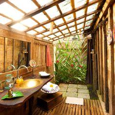 Udang 'shrimp' House at Bambu Indah hotel in Bali. Indoor Outdoor Bathroom, Outdoor Baths, Hut House, Bali House, Cob House Interior, Bungalow, Bamboo House Design, Vie Simple, Open Bathroom