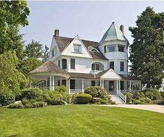 Google Image Result for http://hookedonhouses.net/wp-content/uploads/2010/02/Victorian-house-exterior.jpg