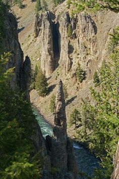 ✮ A rock formation shaped like a pinnacle, Yellowstone National Park, WY
