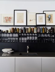 Best Black Kitchen Cabinets of All Time Are Black Kitchens the New White Kitchens?Are Black Kitchens the New White Kitchens? Kitchen Color Palettes, Kitchen Colors, Home Decor Kitchen, Interior Design Kitchen, Kitchen Ideas, Kitchen Time, Kitchen Art, Vintage Kitchen, Room Interior
