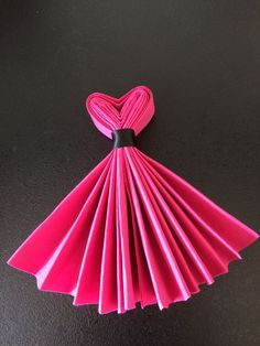 Best DIY Napkin Folding Tutorial Ideas – Home and Apartment Ideas The Chic Technique: Party Dress Napkins. interesting napkin fold - no tut accordian fold, tie with ribbon. Make top into a v-shape, fan out skirt. Combine with bow-tie napkins for a wedd Diy And Crafts, Arts And Crafts, Paper Crafts, Gourmet Gifts, Deco Table, Diy Hacks, Table Settings, Birthday Parties, Birthday Gifts