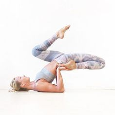 Yoga poses offer numerous benefits to anyone who performs them. There are basic yoga poses and more advanced yoga poses. Here are four advanced yoga poses to get you moving. Photography Tattoo, Yoga Photography, Ashtanga Yoga, Vinyasa Yoga, Yoga Challenge, Yoga Inspiration, Namaste, Beautiful Yoga Poses, Yoga Motivation