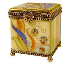 Beautiful art nouveau inspired trinket boxes, jewellery cases and more. Belle Epoque, Objets Antiques, Jugendstil Design, Antique Boxes, Antique Art, Art Nouveau Design, Pretty Box, Vintage Box, Little Boxes