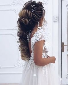 Wedding Hairstyles for Long Hair Wedding Hairstyles for Long Hair Classic Hairstyles, Wedding Hairstyles For Long Hair, Loose Hairstyles, Formal Hairstyles, Bride Hairstyles, Hair Wedding, Creative Hairstyles, Unique Hairstyles, Pretty Hairstyles