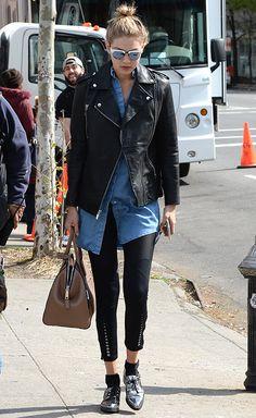 Gigi Hadid à New York en mai 2015 http://www.vogue.fr/mode/inspirations/diaporama/les-looks-mode-off-duty-de-gigi-hadid/23880#gigi-hadid-new-york-en-mai-2015