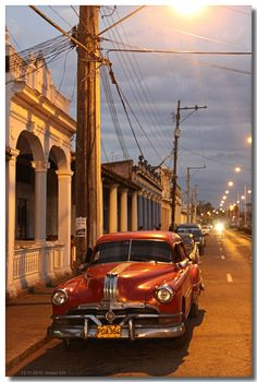 Cuban cars at night