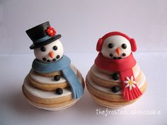another take on my stacked cookies. sugar cookies with fondant heads, hats/ear muffs, and scarfs. Snowman Cake, Snowman Cookies, Christmas Sugar Cookies, Holiday Cookies, Snowmen, Fancy Cookies, Iced Cookies, Cookies Et Biscuits, Christmas Goodies
