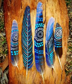 This is a set of Rosella feathers i found today along the Coast near Lorne. Ive tried to matvh the natural Blue in the feather, these are my favorite so far!Painted Rosella feathers by ilukaart . Diy how to makeNo photo description available. Feather Painting, Feather Art, Dot Painting, Feather Headpiece, Nature Crafts, Fun Crafts, Crafts For Kids, Arts And Crafts, Amazing Crafts