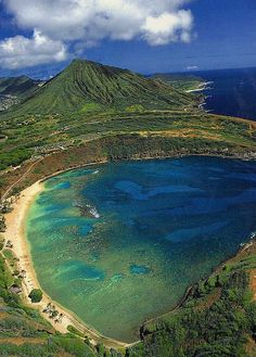 Hanauma Bay with Koko Crater in the Background, island of O'ahu - Hawaii