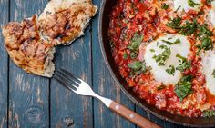 One-Pan Meal: Egg + Tomato Shakshuka