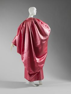 Evening wrap, Balenciaga 1951. Worn by Pauline de Rothschild.
