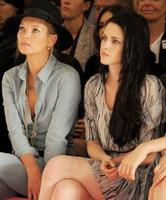 Kate Moss & Kristen Stewart. Via: Vodkacupcakes