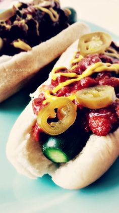Cucumber 'Chili Dogs' for 'Memorial Day' Hot Dog Recipes, Whole Food Recipes, Vegan Party Food, Vegan Snacks, Vegan Food, Delicious Vegan Recipes, Yummy Food, Vegan Vegetarian, Vegetarian Recipes