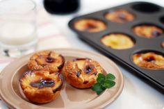 Pastéis de Belem o de nata Sweet Cooking, Cooking Chef, Flan, Flaky Pastry, Portuguese Recipes, Dessert Recipes, Desserts, Cakes And More, Recipe Using