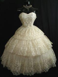 Vintage 1950s  Ivory Chantilly Lace Chiffon Tulle Dress