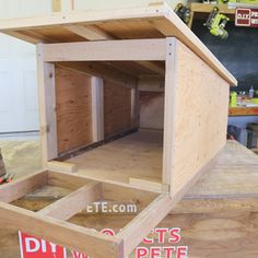 Small Dog House, Build A Dog House, Cat House Diy, Dog House Plans, Modern Dog Houses, Custom Dog Houses, Outside Dog Houses, Dog Boarding Kennels, Dog Crate Furniture