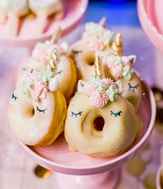 Aussie model's birthday cake proves the internet has reached peak unicorn Mini Doughnuts, Baked Doughnuts, Doughnut Cake, Donut Flavors, Cupcakes, Eat Dessert First, Healthy Baking, Sweet Treats, Food And Drink