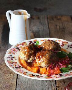 Elke happie is & warm sonskyn drukkie. South African Dishes, South African Recipes, Ethnic Recipes, Africa Recipes, Mince Recipes, Cooking Recipes, Healthy Recipes, Meatball Recipes, Meatball Bake
