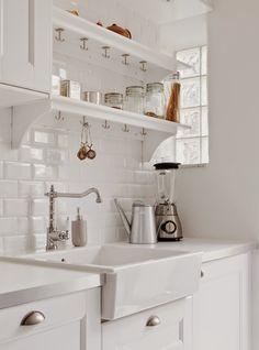 Azulejos de metro en la cocina. Kitchen underground tiles