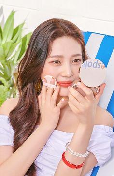 Red Velvet's Joy for cosmetics brand Espoir Seulgi, Red Velvet Photoshoot, Velvet Shop, Park Sooyoung, Red Velvet Joy, Kim Yerim, Her Smile, Punk Rock, Michael Kors Watch