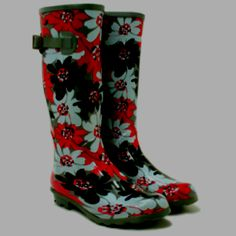 Cute rain boots! Cute Rain Boots, Girls Rain Boots, Rain Shoes, Rubber Rain Boots, Welly Boots, Rain Boots Fashion, Garden Boots, Rain Gear, Hello Spring