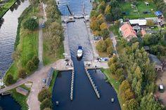 Om grote niveauverschillen te overkoepelen en scheepvaart door het kanaal te leiden zonder (teveel) problemen zijn sluizen ideaal.