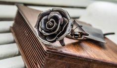 Cogli la rosa quando è il momento,che il tempo lo sai,vola e lo stesso fiore che sboccia oggi ,domani appassirà ( Gerard pitts) L'attimo fuggente