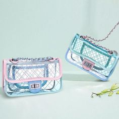 This cute Quilted Transparent Clutch is the perfect companion for a summer night out. Bringing together a classic high-end fashion form factor and colorful, whimsical finishing touches, this clutch is a party waiting to happen! Jelly Bag, Transparent Bag, Green Bag, Small Bags, Bag Sale, Handbag Accessories, Purses And Handbags, Shoulder Bag, Collection