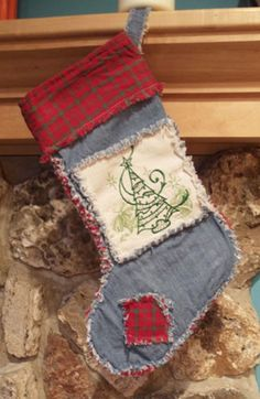 Free project tutorial for a machine embroidery design rag quilt Christmas stocking.