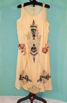 1920S BEADED SILK GEORGETTE FLAPPER DRESS