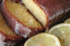 Μια νόστιμη, καλοκαιρινή συνταγή για κέϊκ λεμονιού με γιαούρτι.Ένακέικ με μια υπέροχη βελούδινη υφή και διακριτική γεύση λεμονιού. Εάν θέλετε μπορείτε να Greek Sweets, Greek Desserts, Lemon Desserts, Lemon Recipes, Sweets Recipes, Greek Recipes, Light Recipes, Brunch Recipes, Cake Recipes