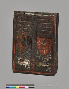 Case with Bohemian Arms (sheath, covered with leather timber with removable lid), c. 1350, Materials: wood, leather, embossed, cut, partially painted; Dimensions: H. 62 cm; Br 45 cm, 18 cm T.