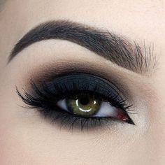 Black Smokey Eye Chocolate Bar Palette Makeup Look - http://ninjacosmico.com/35-grunge-make-up-ideas/