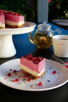 My Raw Raspberry Dreamcake is on the blog! Have a peek...:) Afternoon Tea, Raspberry, Sweet Treats, Cheesecake, Posts, Desserts, Blog, Recipes, Tailgate Desserts