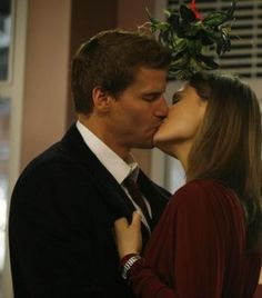 Bones and Booth kissing