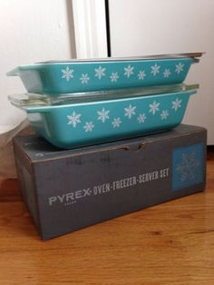 Vintage Pyrex Snowflake Spacesavers 575 & 548 With Box & All Lids