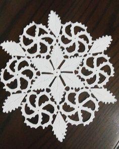 Crochet Doily Patterns, Crochet Designs, Crochet Doilies, Easy Stitch, Point Lace, Crochet Tablecloth, Table Covers, Irish Crochet, Vintage Crochet