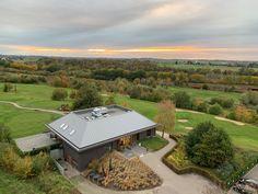 Dormio bied een goede samenwerking met de naastgelegen golfclub 'International Golf Maastricht' De Maastrichtse (27 holes golfbaan). Als gast van Dormio krijg je hier 20% korting op de green fee. Resorts, Golf Courses, Fairy, Vacation Resorts, Beach Resorts, Vacation Places